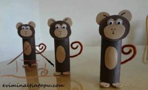 tuvalet rulosundan maymun