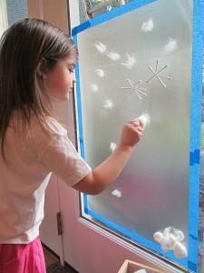 okul_öncesi_kış_camda_kar_taneleri